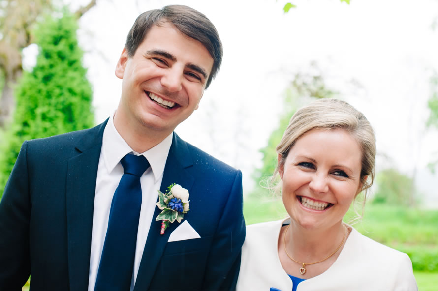 strahlendes Brautpaar foto