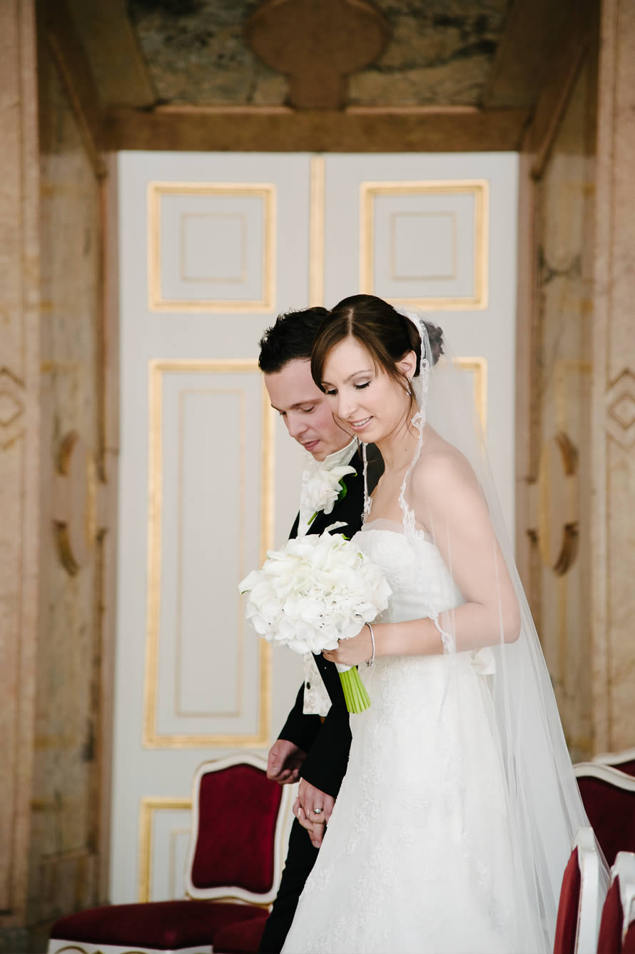 Brautpaar im Mamorsaal von Schloss Mirabell