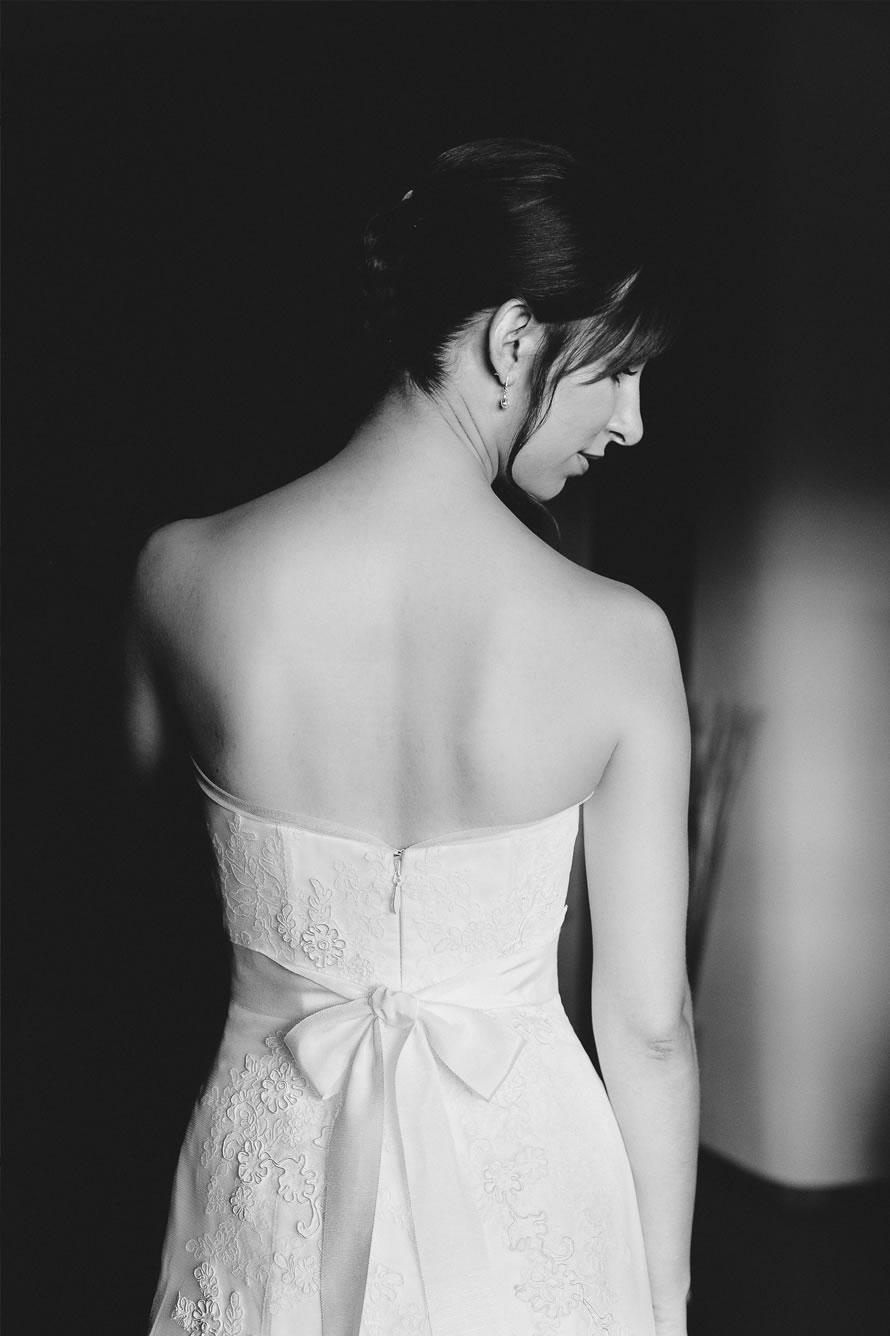wunderschöne Braut getting ready an der hochzeit