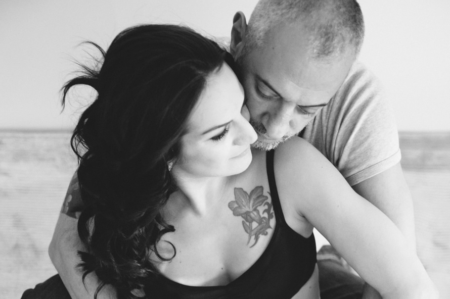 couple-in-love-maternity-shoot