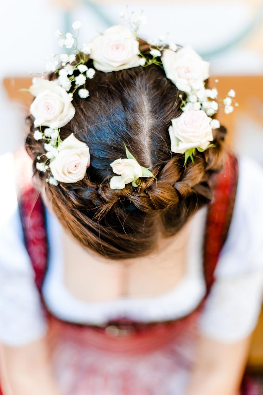 Braut in Tracht und Ihr Hairstyling