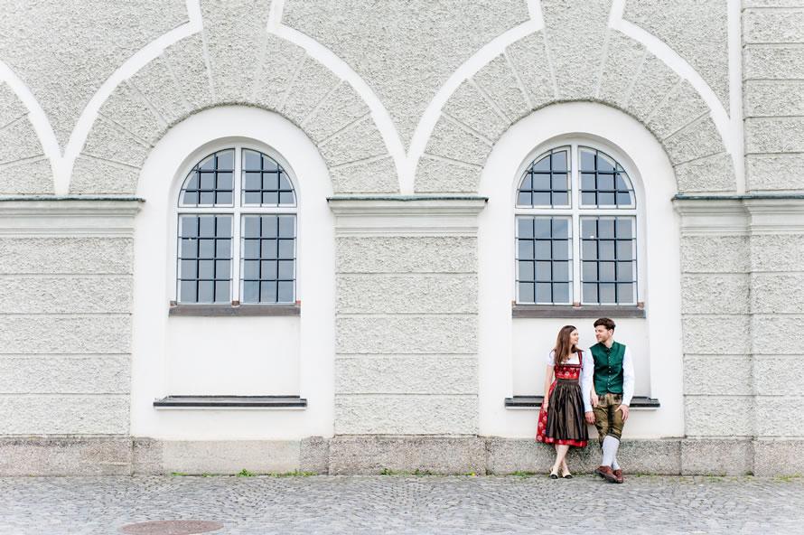 zukünftiges Brautpaar am Nymphenburger Schloss