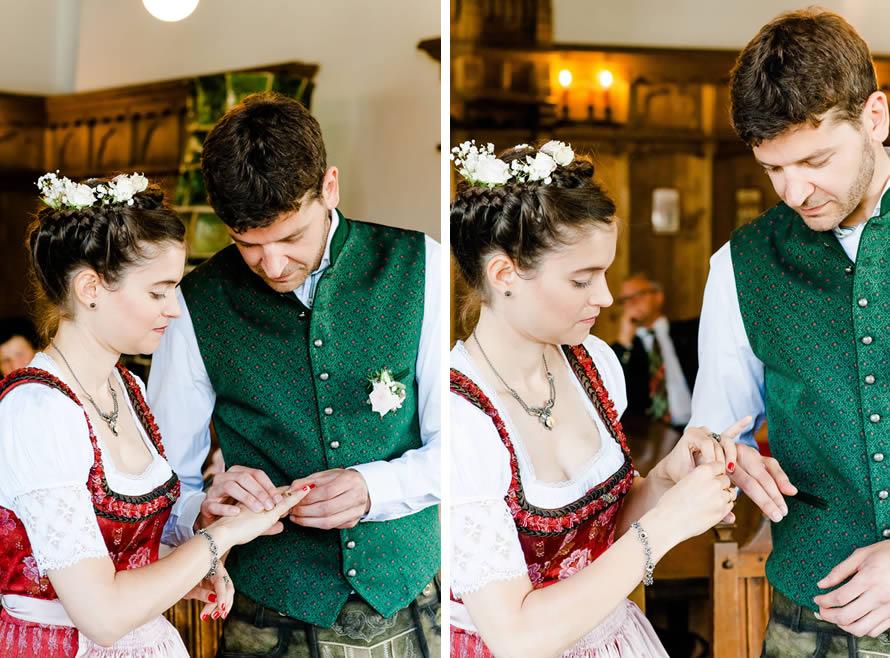 Brautpaar tauscht Ringe aus