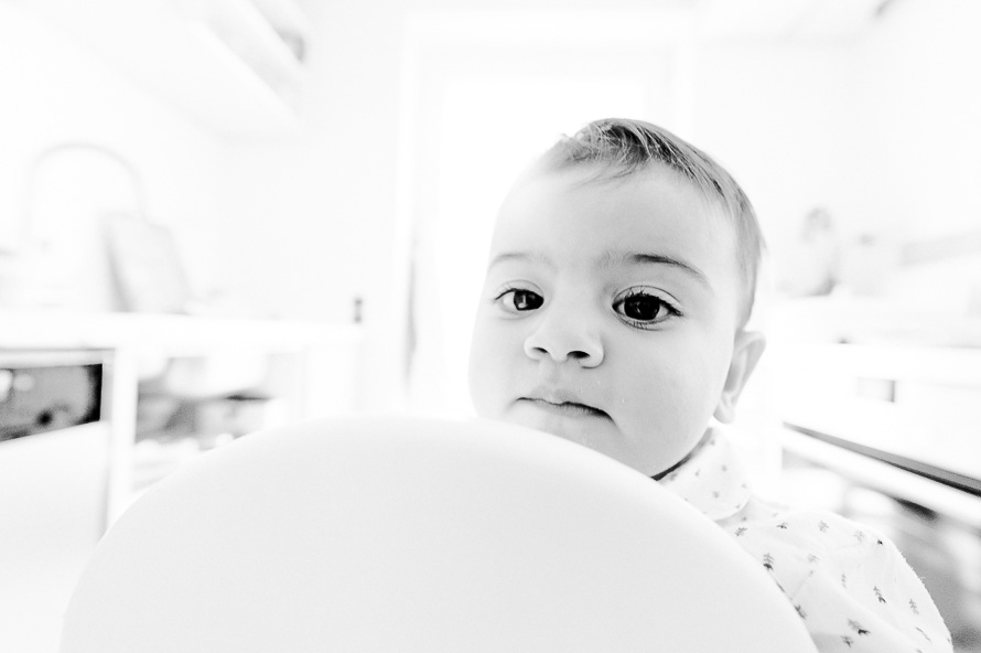 Portrait von Umay mit einem Weitwinkelobjektiv