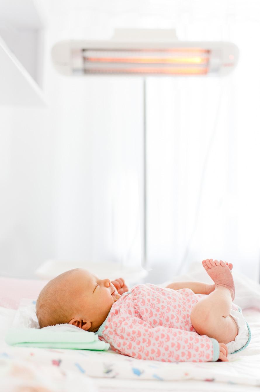 Neugeborenes lächelt
